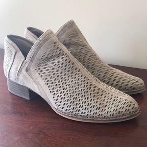 Vince Camuto Clorieea Bootie Size 9.5